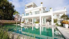 Na Jomtien Beachfront Villa - 7 Bed - Beachside Luxury