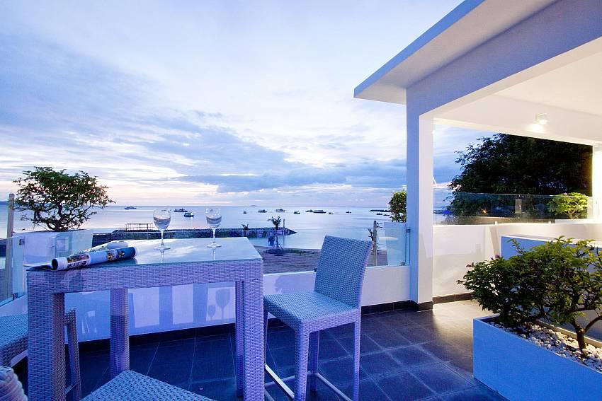 Evening overlooking the sea Of Na Jomtien Beachfront Villa
