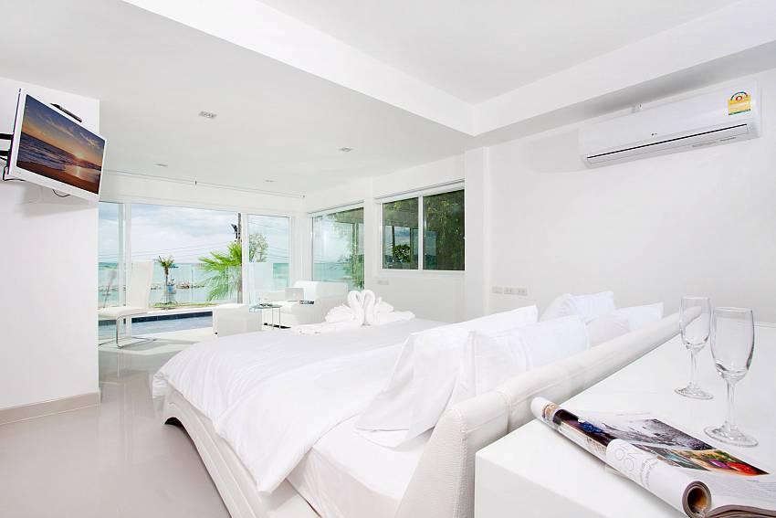 Bedroom overlooking outside Of Na Jomtien Beachfront Villa (Third)