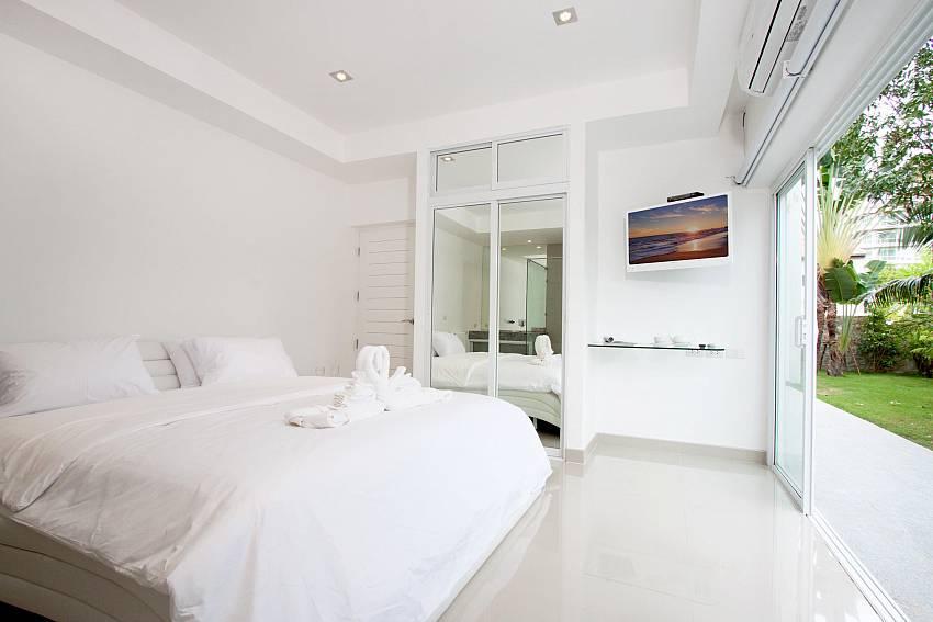 Bedroom see views with vanity and wardrobe Of Na Jomtien Beachfront Villa (Seven)