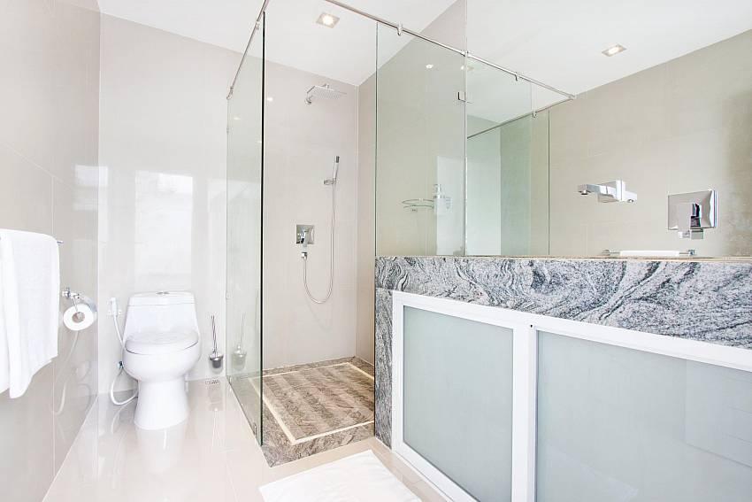 Toilet with bath mirror Of Na Jomtien Beachfront Villa