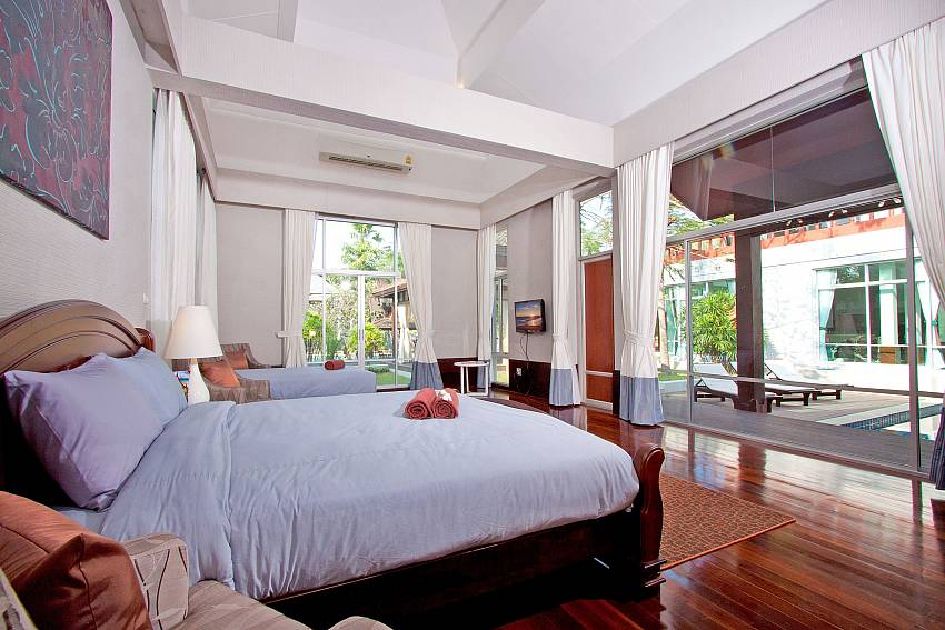Double bedroom overlooking outside Of Baan Mork Nakara Gorgeous (Five)