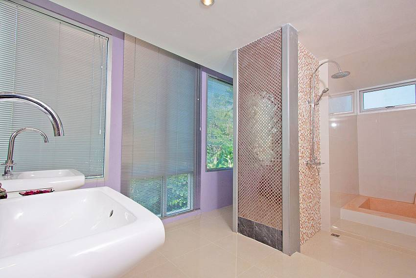 Shower with basin wash Of Baan Mork Nakara Gorgeous