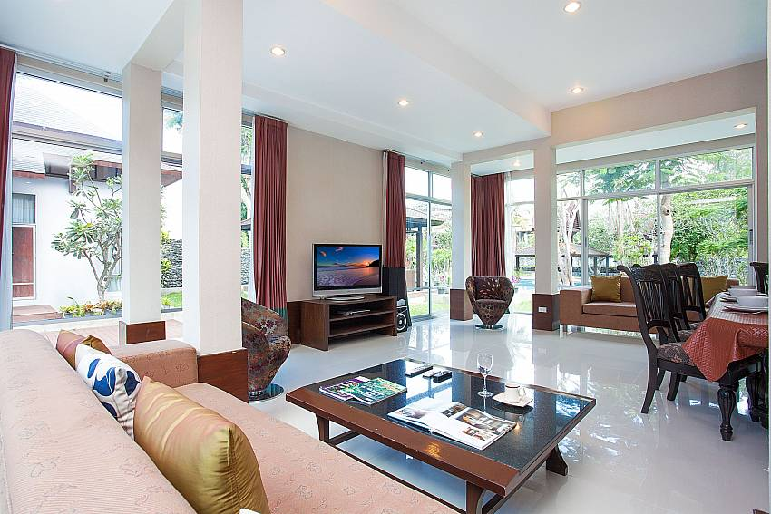 Big living room with view and TV at Baan Mork Nakara Pattaya