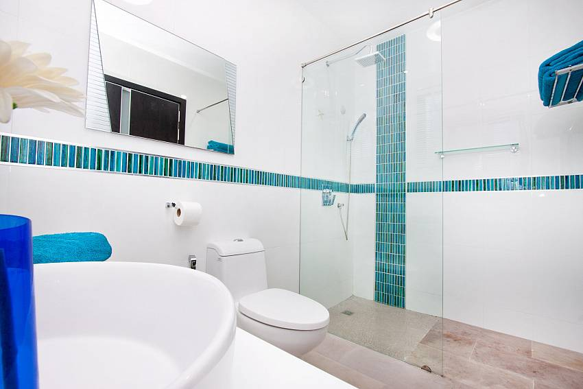 Basin wash with toilet and shower Of Royale Grand Villa