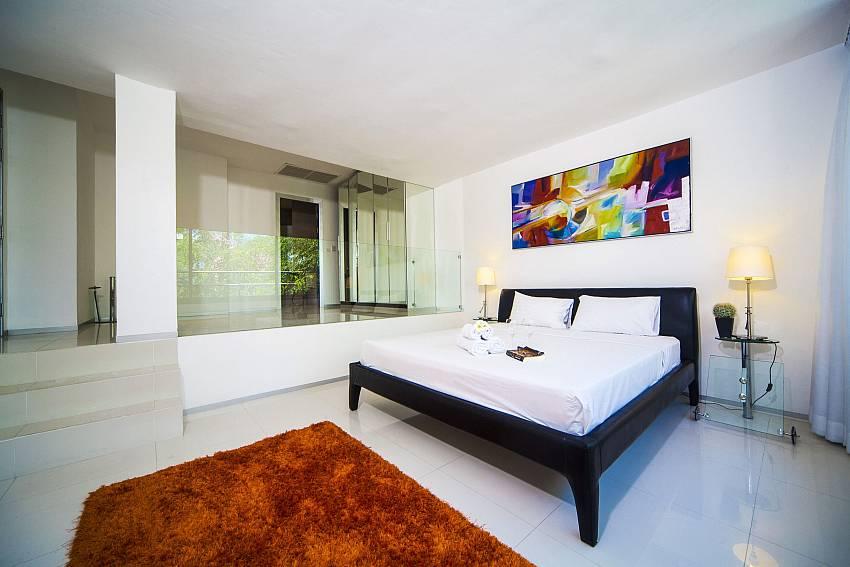 3. king-size bedroom at Seductive Sunset Villa Patong A5 in West Phuket