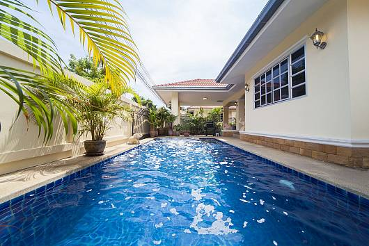 Rent Pattaya Villa: Baan Chokdee - 5 Bed - Private Pool, 5 Bedrooms. 5900 baht per night