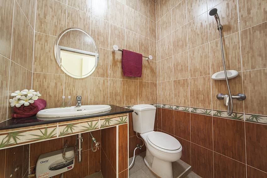 Shower tiles decorated with classic Of Baan Chokdee