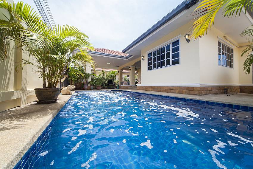 Private pool area at the 5 bedroom Baan Chokdee Jomtien Pattaya
