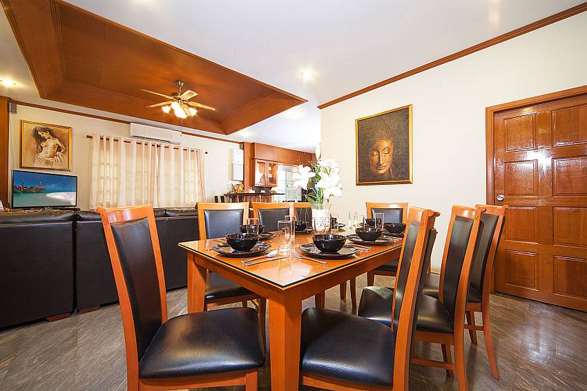 Open plan dining and living area at Baan Chokdee in South Pattaya