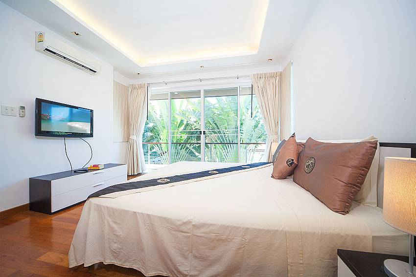 3. bedroom with TV and king size bed at Villa Romeo in Phuket