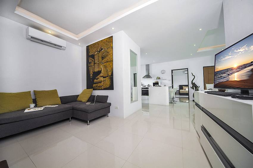 Living room with TV Of Villa Juliet Modern