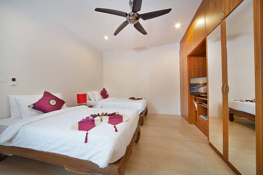 Double bedroom with TV and wardrobe Of Patong Hill Estate Seven (Six)