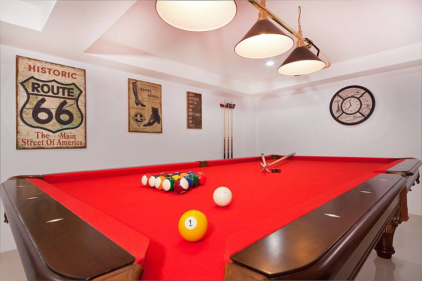 Pool table Of Patong Hill Estate Seven