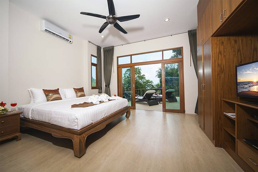 Bedroom overlooking outdoor nOf Patong Hill Estate Seven (First)
