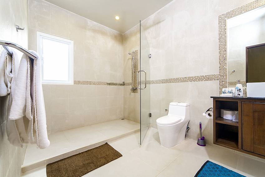 Shower with toilet Of Villa Hin Fa