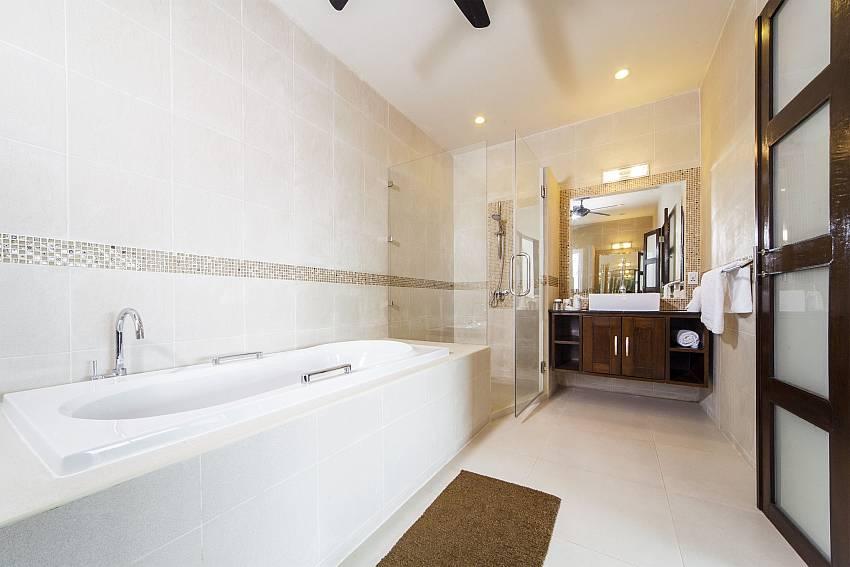 Jacuzzi tub Of Villa Hin Fa