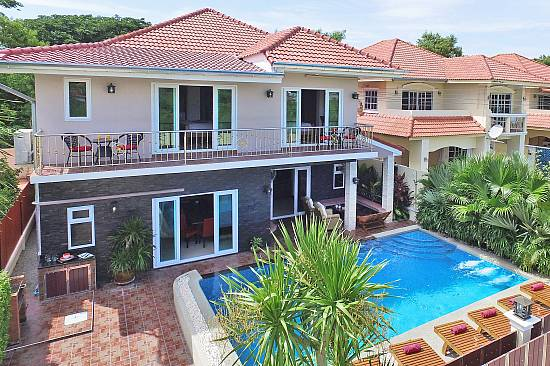 Baan Calypso | 7 Bed Tropical Pool Villa in Jomtien South Pattaya