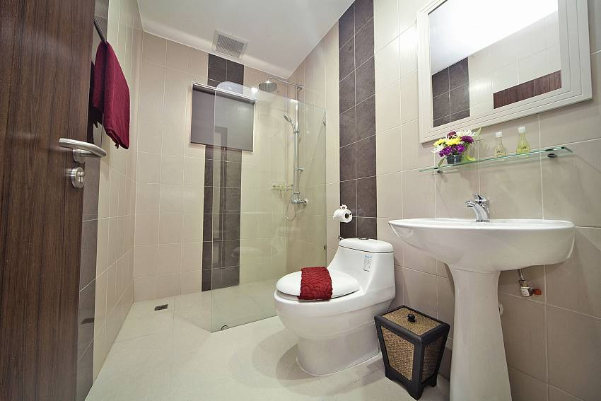 Toilet with basin wash and shower Of Baan Calypso