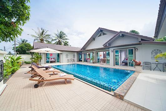 Rent Phuket Villas: Villa Naiyang, 5 Bedrooms. 15787 baht per night
