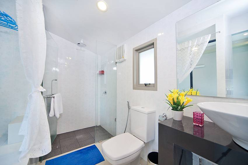 Bathroom with toilet and shower Of Villa Naiyang