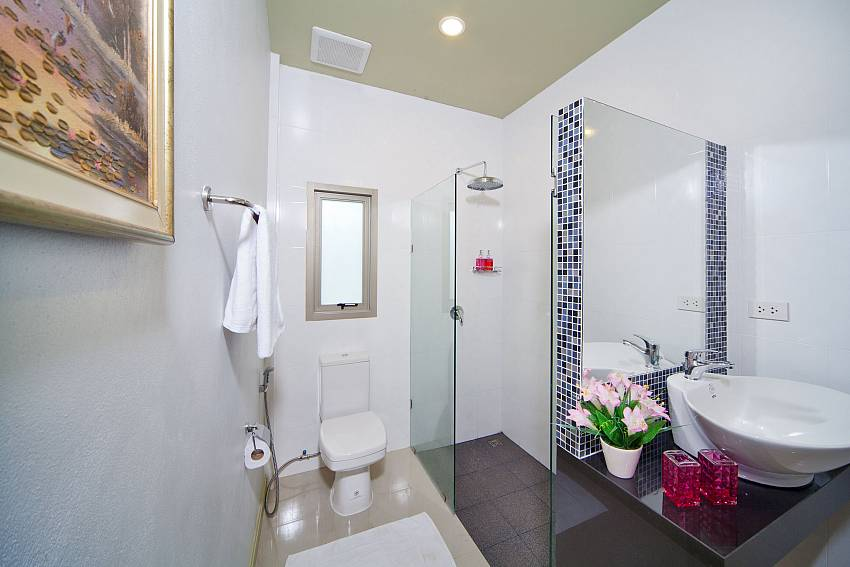 Shower with toilet and basin wash Of Villa Naiyang