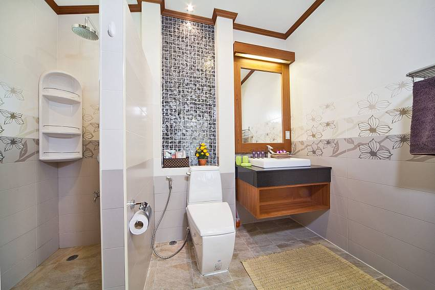 Shower with toilet and basin wash Of BangTao Tara Villa 2