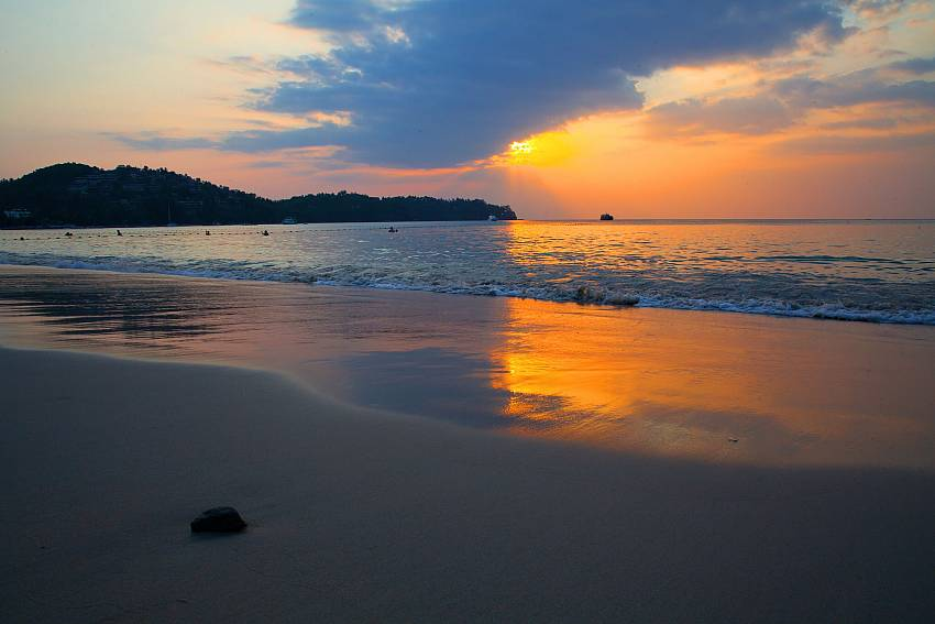The sunset beach Bang Tao is close to BangTao Tara Villa 2 in Phuket