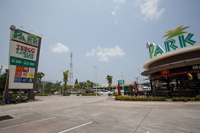 Just a short drive from Baan Wana 8 Phuket is a big shopping mall
