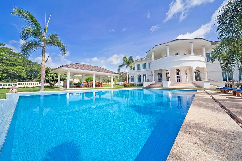 Large house with swimming pool Of Hua Hin Manor Palm Hills