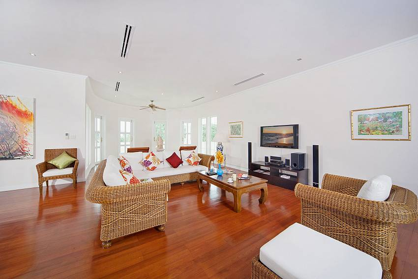 Living room with TV Of Hua Hin Manor Palm Hills