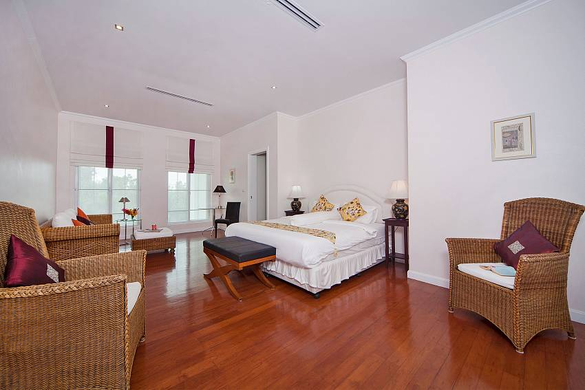 Bedroom with sofa Of Hua Hin Manor Palm Hills (First)