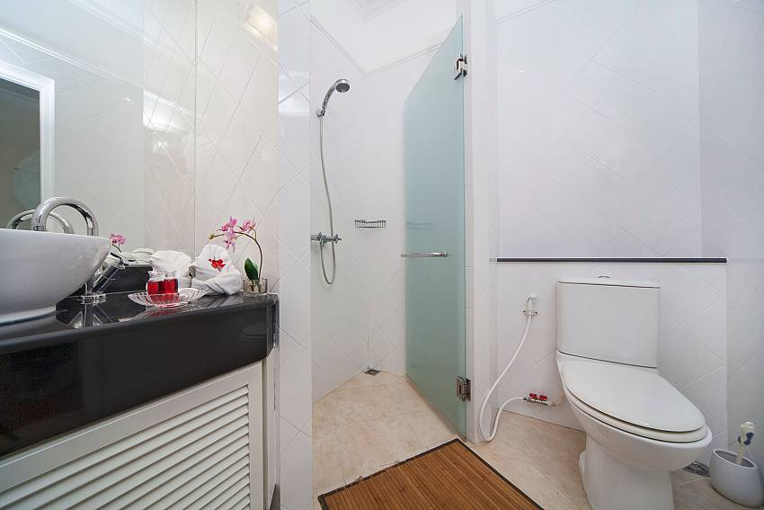 Toilet with shower and basin wash Of Hua Hin Manor Palm Hills