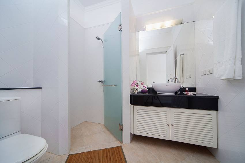 Shower with toilet Of Hua Hin Manor Palm Hills
