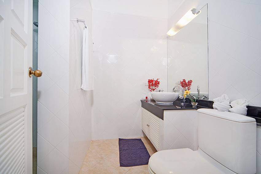 Toilet with basin wash Of Hua Hin Manor Palm Hills