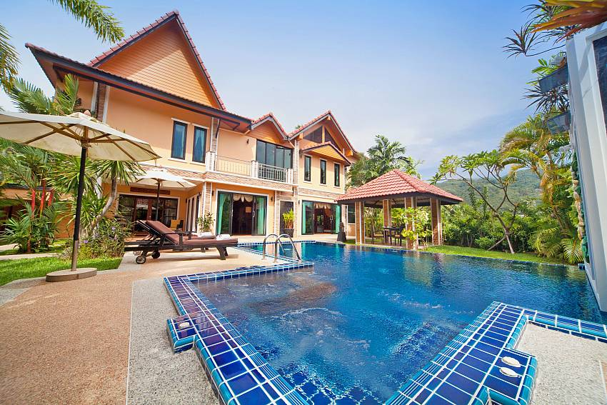 House with swimming pool and naturally refreshing Of BangTao Tara Villa 3