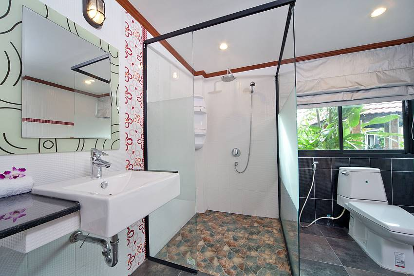 Basin wash with toilet and shower Of BangTao Tara Villa 3