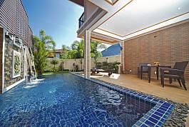 """上""""泰国度假屋"""" 租赁泰国布吉岛班涛Tara别墅4-三卧室-精致花园、私人泳池、山景及镇景别墅。 泰国度假别墅在芭堤雅、普吉岛、苏梅岛均有出租。"""