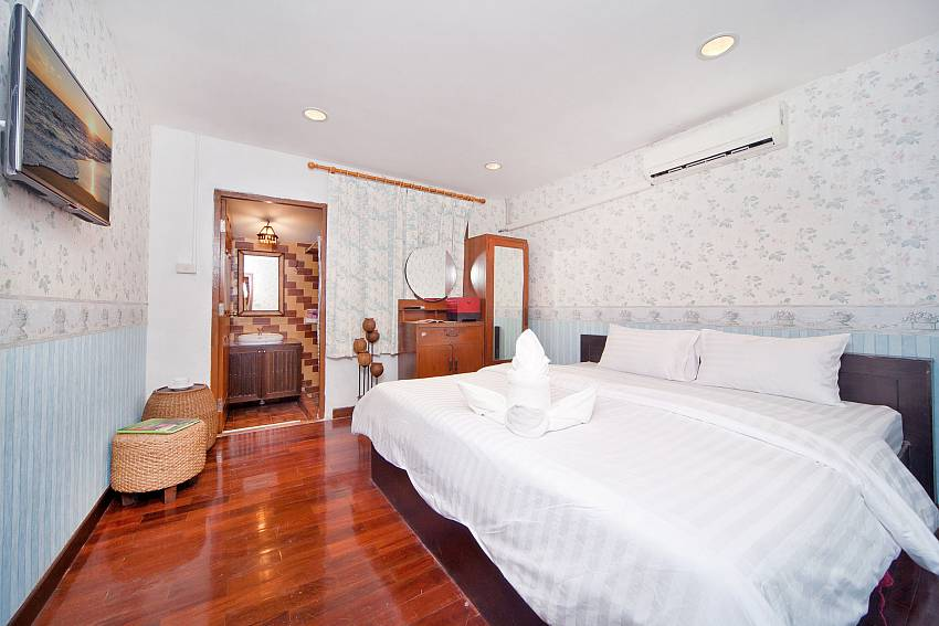 Bedroom with TV and sofa Of Baan Ruean Thai