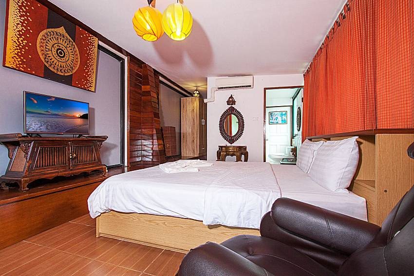 Bedroom with TV Baan Ruean Thai