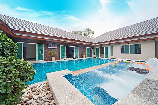 Rent Pattaya Villa: Baan Piam Sanook, 6 Bedrooms. 15104 baht per night
