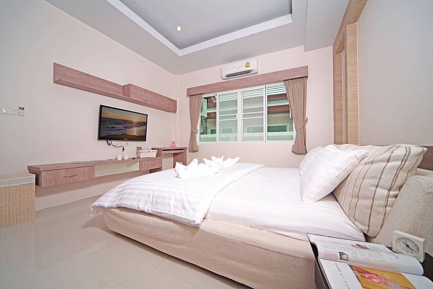 Bedroom with TV Of Baan Piam Sanook (First)
