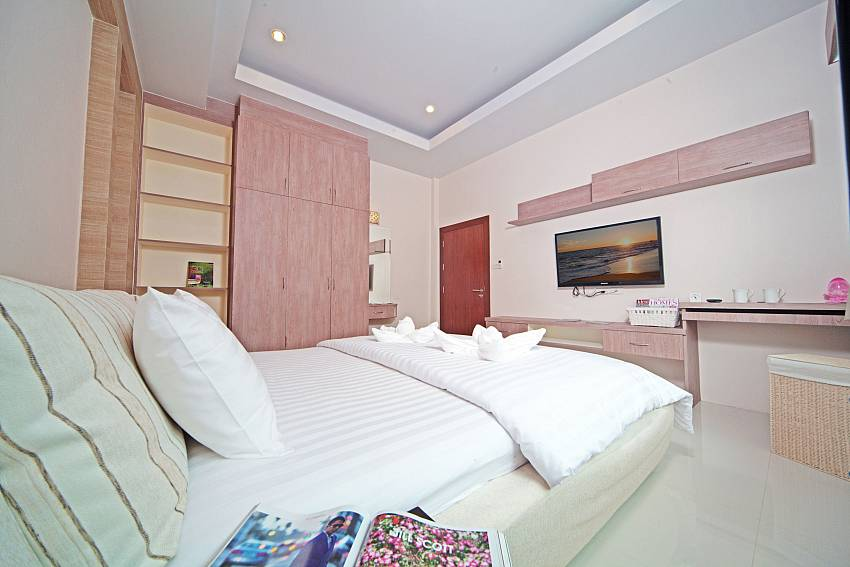 Bedroom with TV and shelves Of Baan Piam Sanook (Second)