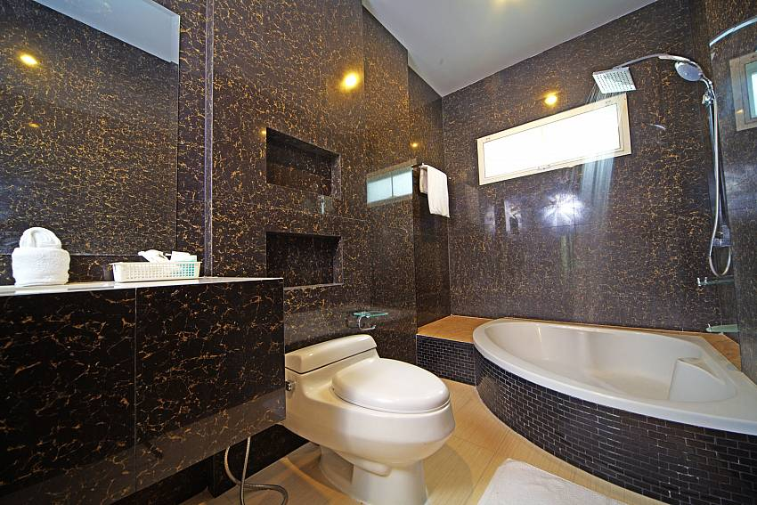 Toilet with shower Of Baan Piam Sanook
