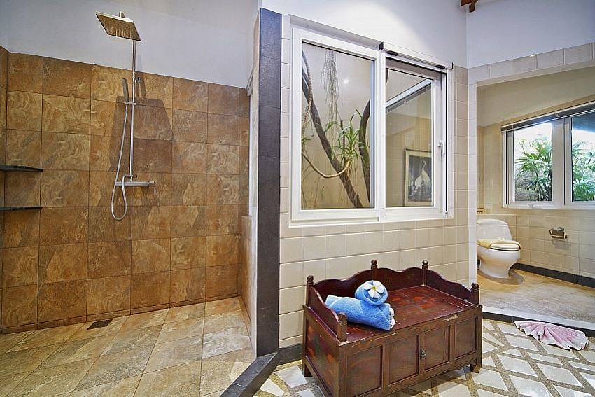 Shower Villa Haven
