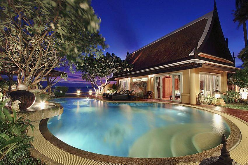 Swimming pool and property Villa Haven