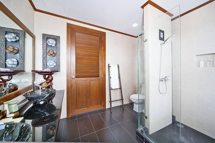 The luxurious bathrooms of Summitra Villa No. 2 Samui