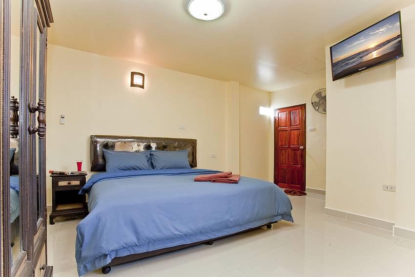 Bedroom with TV Of Villa Fiesta (Third)