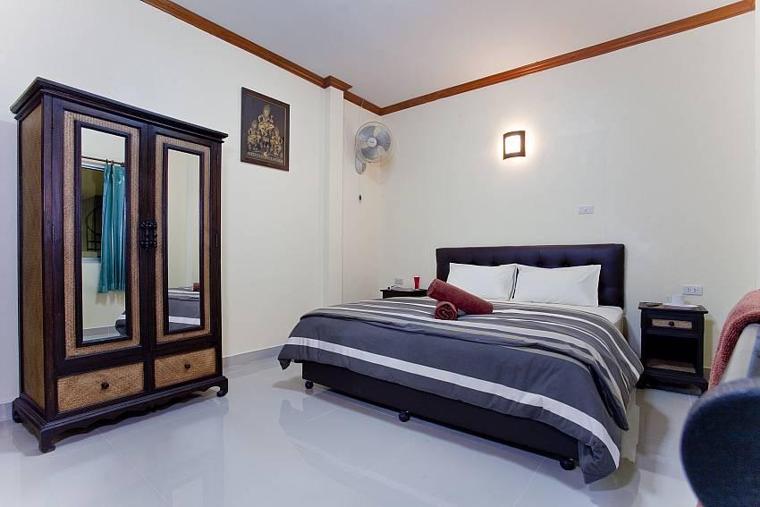 Bedroom with wardrobe Of Villa Fiesta (Four)
