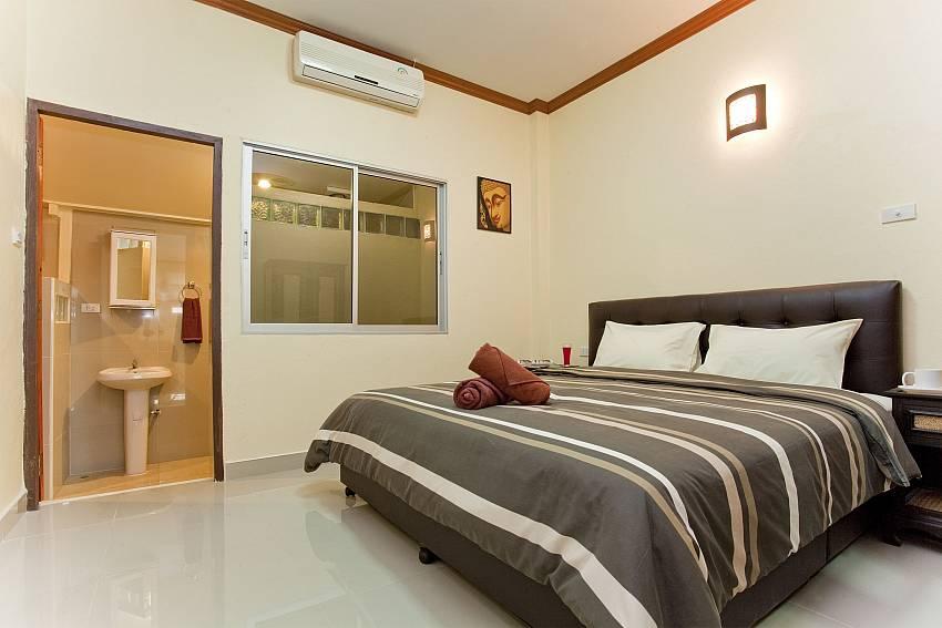 Bedroom with en suite bathroom Of Villa Fiesta (Five)